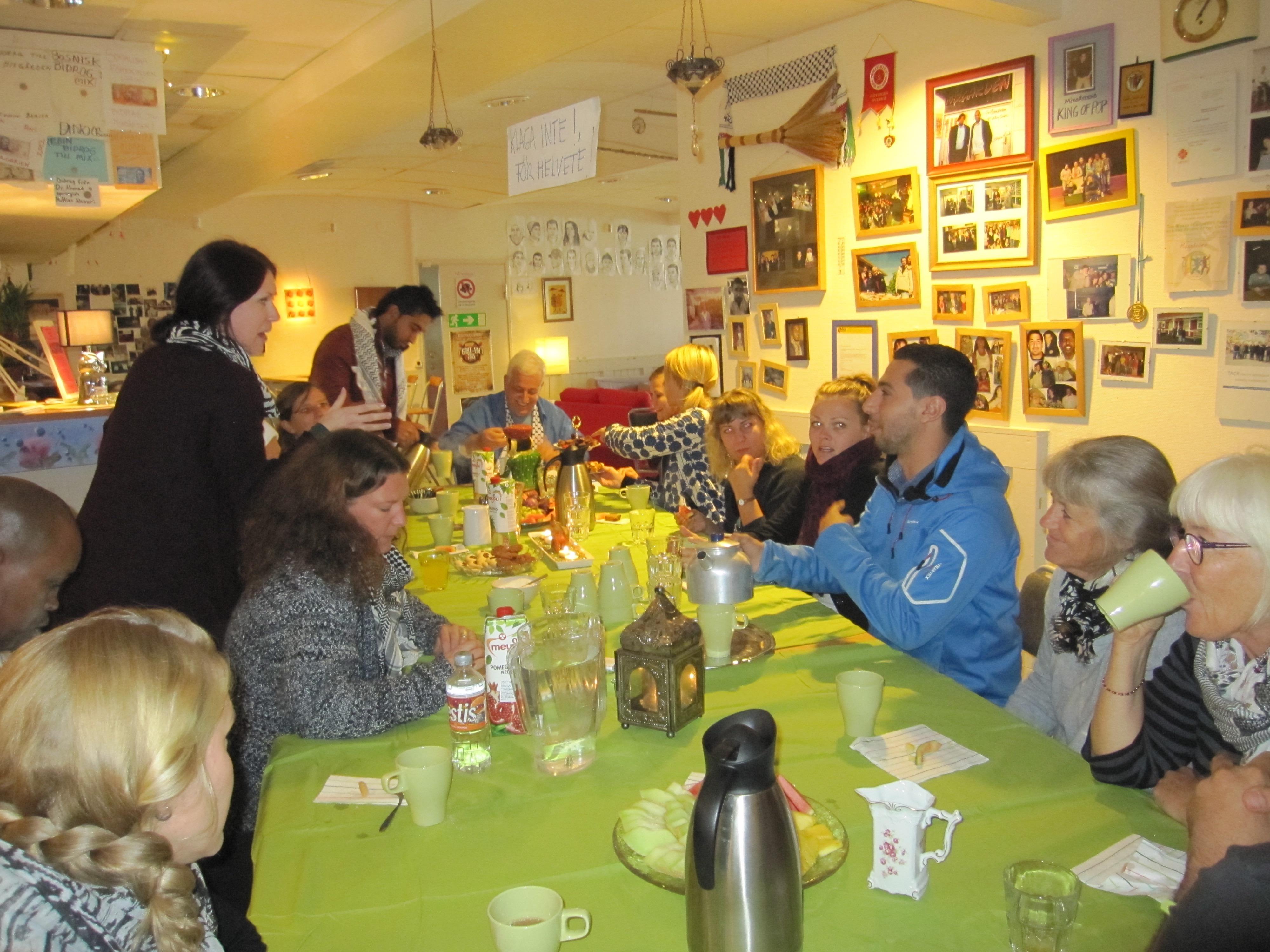 Gästerna från CYC besöker Mixgården i Hammarkullen, September 2015